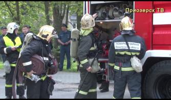 Вой пожарных сирен – на учебном пожаре тушили школу-интернат