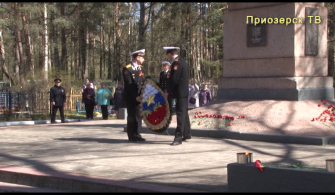 Торжественное возложение венков и цветов к братскому воинскому захоронению на городском кладбище